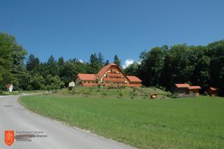 Sedež Čebelarske zveze Slovenije na Brdu pri Lukovici. Foto: F. Šivic, 2004