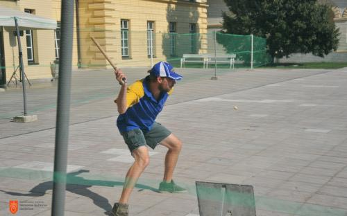 Playing pandolo on the open space outside the Slovene Ethnographic Museum.