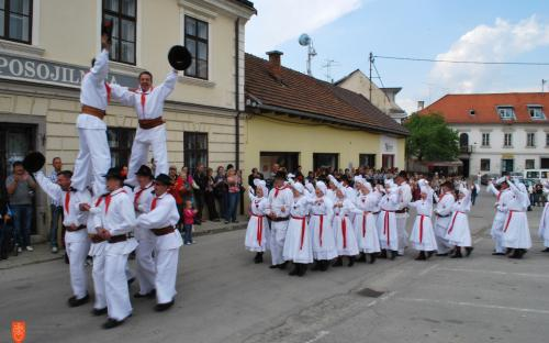 The Kolaši on Easter Monday in Metlika while performing Easter dances and games.