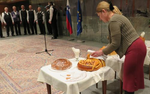 Cutting poprtnik in the National Assembly.