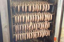 Čadež, mesarstvo, trgovina in gostinstvo, d. o. o. Foto: Tonja Čadež, 2012.