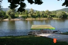 Brod na Mostecu, ki ga upravlja Brodarsko turistično društvo Mostec. Foto: Ivanka Počkar, 2012.
