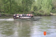 Brod čez Muro v Ižakovcih, ki ga upravlja Zavod za turizem in kulturo Beltinci. Foto: Barbara Sosič, 2016.
