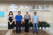Dr. Tanja Roženbergar na srečanju z vodstvom Zhejiang Museum of Natural History.