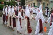 Vuzemski plesi in igre v Metliki. Foto: Tjaša Zidarič, 2014.