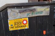 Označevalna tabla kmetije Pr' Kramar. Foto: M. Špiček, 2019